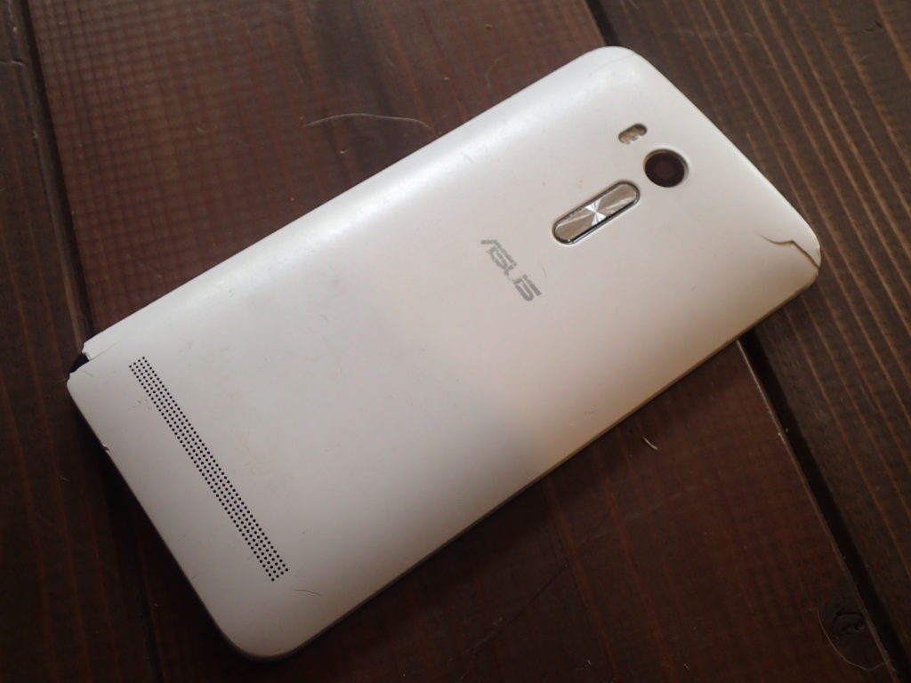 ZenFone Go by ASUS 裏面